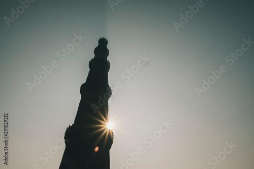 Spoed Foto op Canvas Historisch geb. Sun rising behind Qutub Minar, at Qutb complex, New Delhi, India