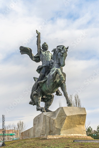 La pose en embrasure Commemoratif Monument to Suvorov in Tiraspol, Moldova