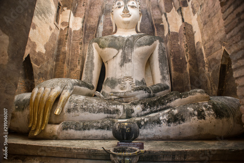 Photo sur Toile Commemoratif Wat Si Chum, giant Buddha statue in Sukhothai Historical Park