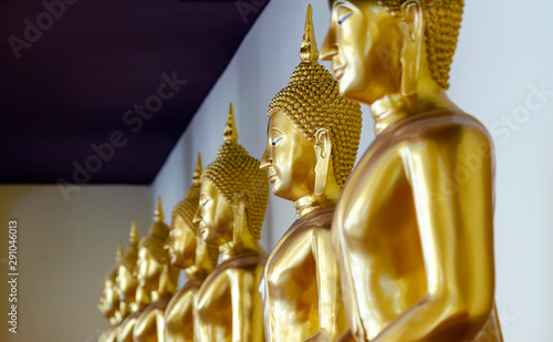 Photo sur Toile Commemoratif Golden gold Buddha statue at Wat Sothon, New landmark of Thailand.