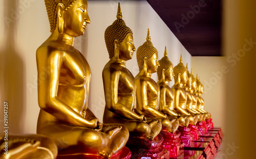 Foto op Plexiglas Historisch geb. Golden gold Buddha statue at Wat Sothon, New landmark of Thailand