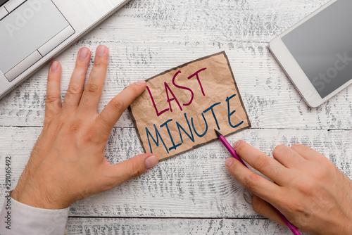 Cuadros en Lienzo  Text sign showing Last Minute