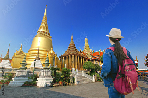 Travelers looking at Wat phra kaew temple, Bangkok, Thailand Canvas Print