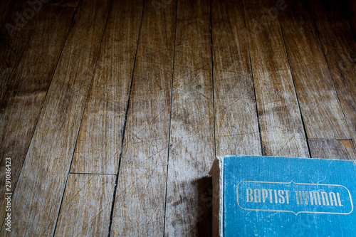 Fotografering Hymnal on a wooden background