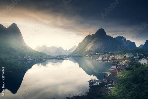 Fotografiet  Reine fishing village at midnight sun in Lofoten Island, Norway
