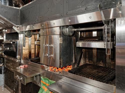 Cadres-photo bureau Restaurant Heavy duty grill in professional restaurant kitchen