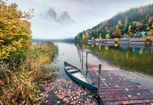 Framatic Autumn Scene Of Altausseer See Lake. Misty Morning View Of Altaussee Village, District Of Liezen In Styria, Austria. Beauty Of Countryside Concept Background.