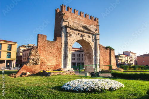 Spoed Foto op Canvas Oude gebouw Rimini landmark of Arch of Augustus. Famous Triumphal Arch in Rimini on clear day, Italy