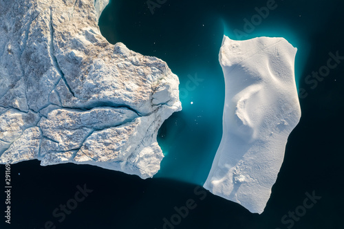 Foto auf Gartenposter Antarktika Aerial view of large glacier and iceberg