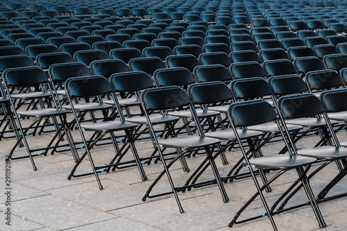 Cuadros en Lienzo  rows of folding chairs, empty seats ion event - chair row -