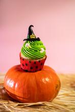 Cute Halloween Witch Cupcake O...