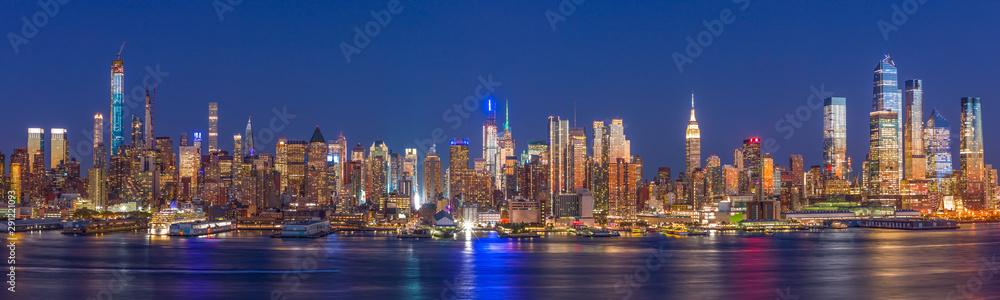 Fototapety, obrazy: New York City Manhattan buildings skyline evening