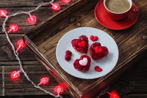 Fotografía  heart-shaped cakes and  cup of coffee on  wooden table