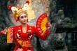 Leinwanddruck Bild - Balinese girl performing traditional dress