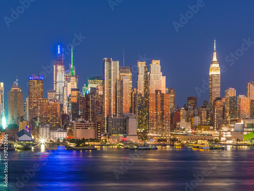 Fototapety, obrazy: New York City Manhattan midtown buildings skyline at night