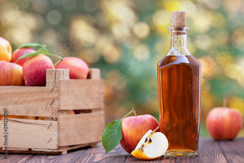 Canvas Print apple cider or vinegar