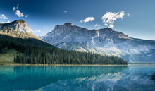 Beautiful Emerald Lake, Yoho N...