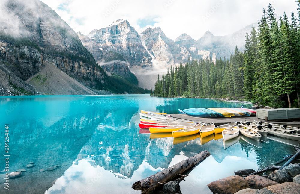 Fototapeta Beautiful Moraine lake in Banff national park, Alberta, Canada