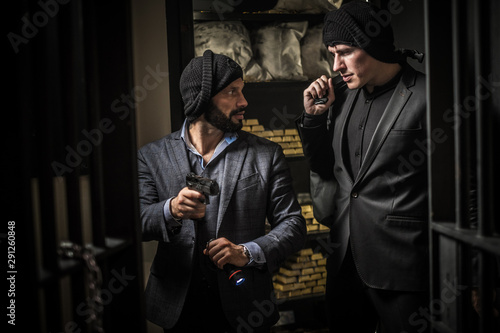 Fototapety, obrazy: Two ardmed men robbing a bank