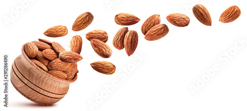 Photo Almond isolated on white background with clipping path