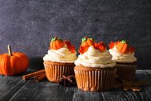 Fall Pumpkin Spice Cupcakes Wi...