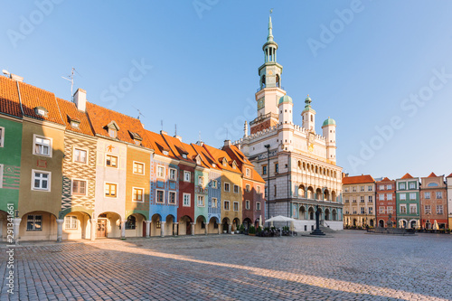Cadres-photo bureau Europe de l Est Poznan in Poland. Old square and historical colorful tenement