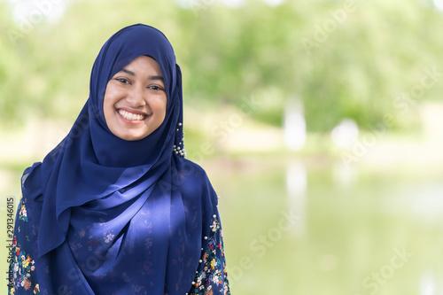Fotomural  muslim girl portrait
