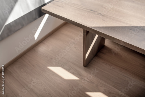 Obraz Light modern interior with white walls and parquet - fototapety do salonu