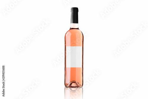 Mockup de botella de vino rosado con fondo blanco Fototapete