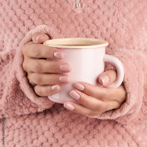 hands holding cup of tea or coffee, pink home cozy jacket, beautiful pink manicu фототапет