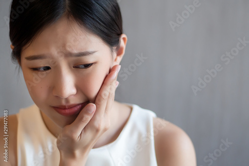 Stampa su Tela woman with toothache; sick asian woman suffering from toothache, tooth decay, to