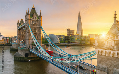 Foto op Canvas Londen rode bus The london Tower bridge at sunrise