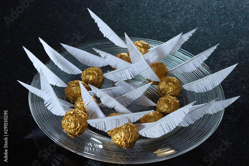 Plate with Golden Snitch (Harry Potter Theme) birthday cake decoration.