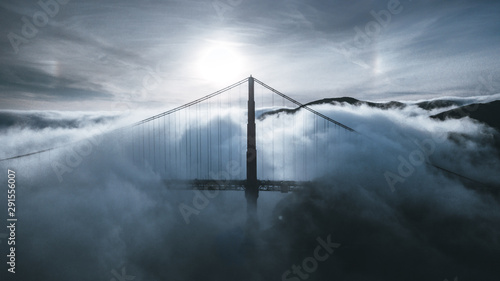Photo  Golden Gate Bridge in the fog