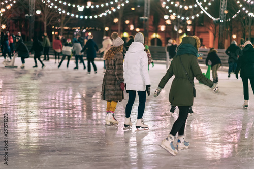 Fototapeta  Group of girs skating back to us