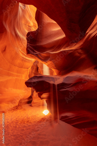 Foto auf Leinwand Violett rot Heart in famous Antelope Canyon with sunbeam, Arizona, Portugal