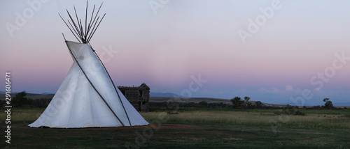 Photo White High Plains Tee Pee At Sunset