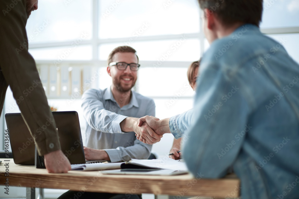 Fototapeta business man shaking hands with his colleague