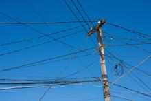 Poteau électrique Et Câbles ...