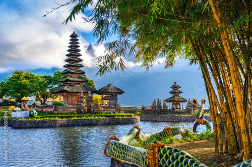 Spoed Foto op Canvas Bedehuis pura ulun danu bratan temple in Bali, indonesia.
