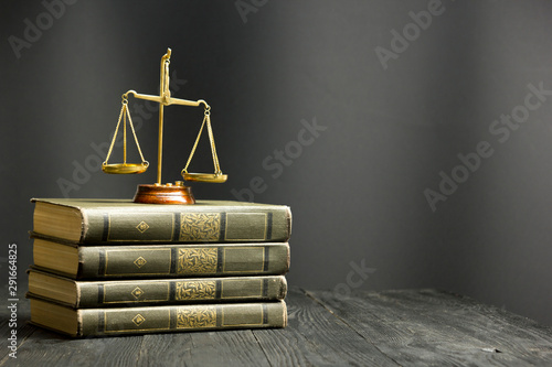 Fotomural  Law concept - Open law book with a wooden judges gavel on table in a courtroom o