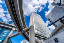 池袋の高層ビルディングとカーブを描く高速道路 / High-rise Buildings In Ikebukuro And Elevated Highways. Toshima, Tokyo, Japan.