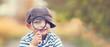 canvas print picture - kleiner Junge mit Lupe