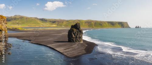 Canvas Print Prominent Sea Stack  Kirkjufjara beach, Iceland