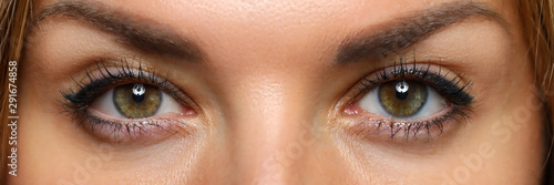 Fotografiet  Detailed view of pretty amazing female eyes on happy and excited face