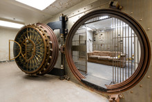 Bank Safe / Vault - Abandoned People's Bank Building - Downtown McKeesport, Pennsylvania