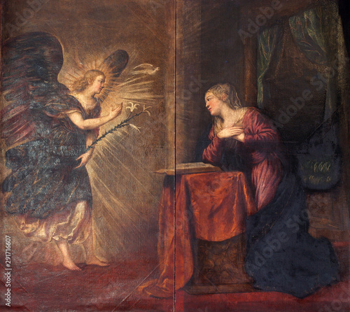 Fotografiet Annunciation of the Virgin Mary by Tintoreto, altarpiece in Saint Mark Church in