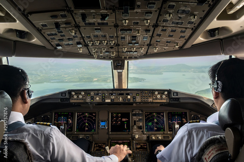 Fényképezés Inside cockpit of commercial airplane while fly approaching the runway