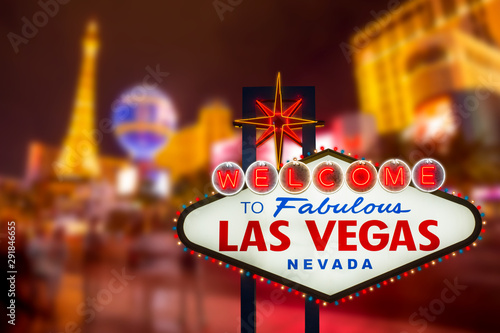 Fototapeta  LAS VEGAS - SEP 18 : Welcome to fabulous Las Vegas neon sign with Las Vegas stri