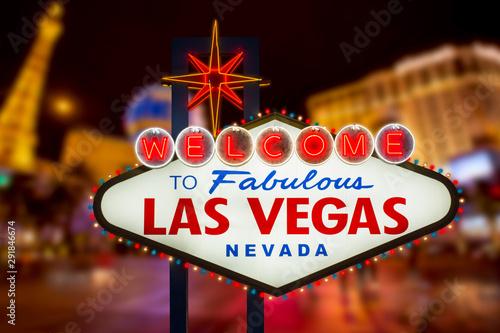 Obraz na plátně  Welcome to fabulous Las Vegas neon sign with Las Vegas strip road background
